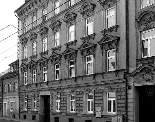 Adolf Hitler's mother Klara sells the family house in Leonding and moves in a flat at 31 Humboldtstraße in Linz