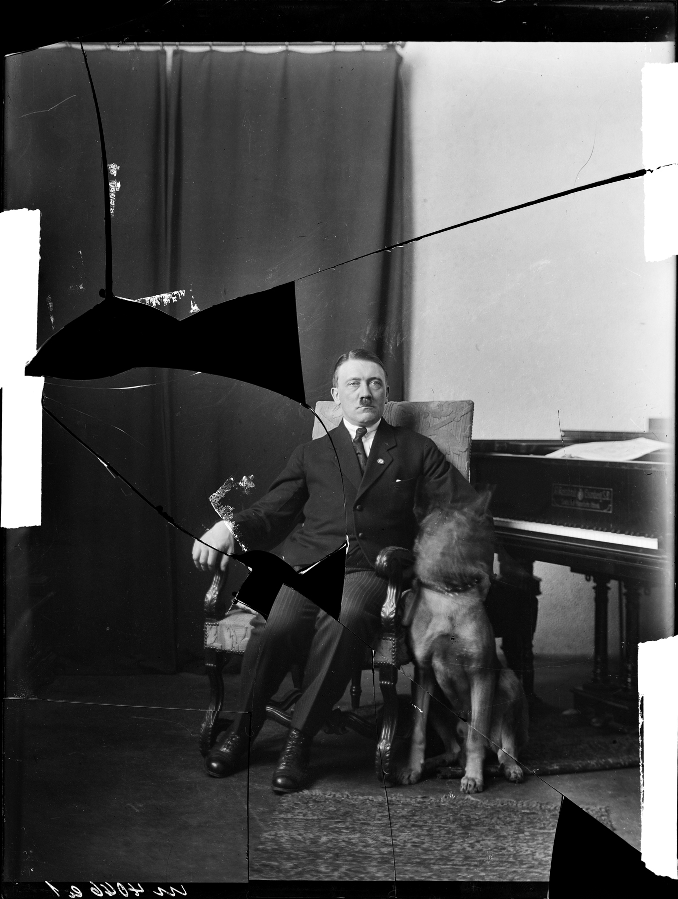 Portrait of Adolf Hitler in 1923 with his dog Wolf (Heinrich Hoffmann photo)