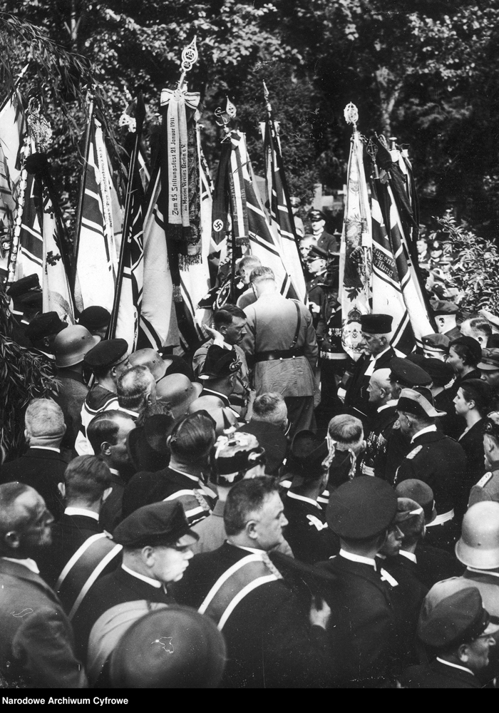 Adolf Hitler at the funeral of admiral Ludwig von Schröder in Berlin