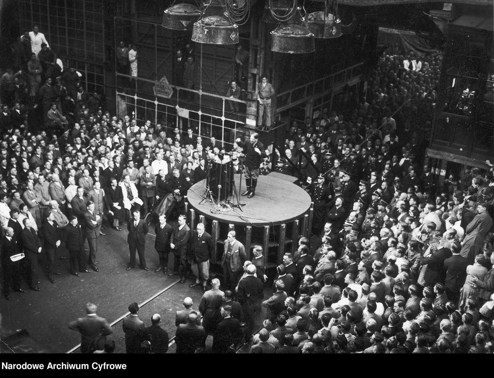 Adolf Hitler makes a speech at the Siemens factory