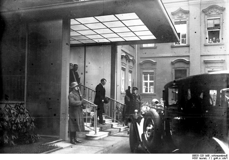 New Year's Reception with President Paul von Hindenburg. Hitler leaves the President's palace in the Wilhelmstrasse to the reception