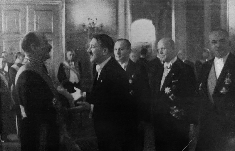 Adolf Hitler in conversation with French diplomat André François-Poncet at the New Year reception in Berlin's Reichspräsidentenpalais
