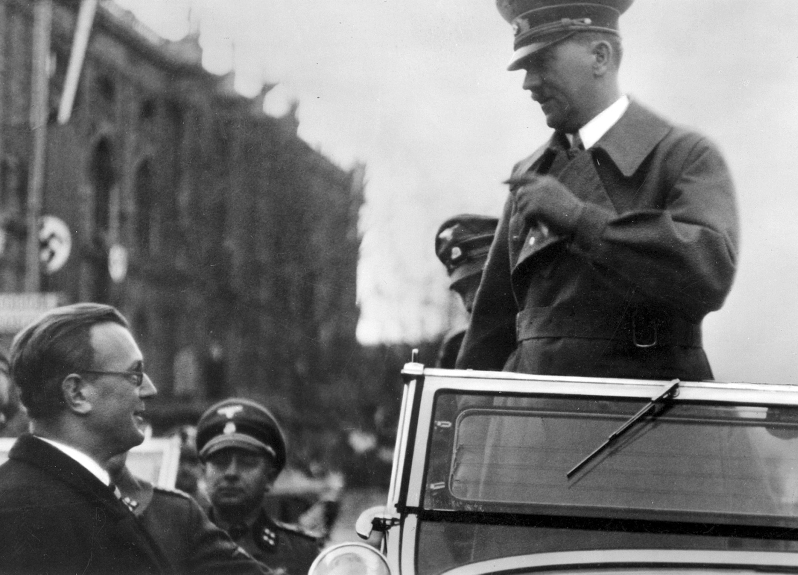Arthur Seyß-Inquart welcomes Adolf Hitler at his arrival in Vienna's art museum