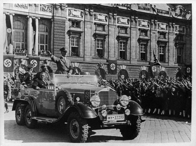 Adolf Hitler in his car in front of the Festsaaltrakt der Hofburg