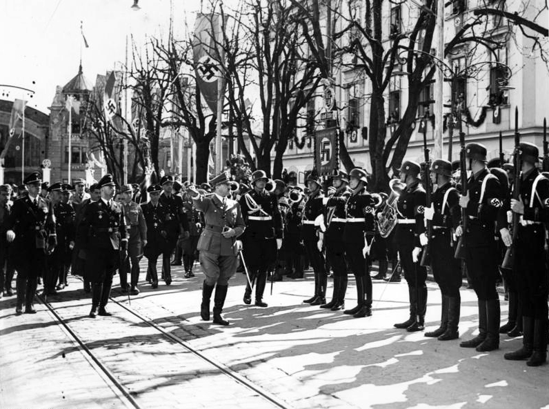 Adolf Hitler at his arrival in Klagenfurt salutes the guard of honor of the Leibstandarte