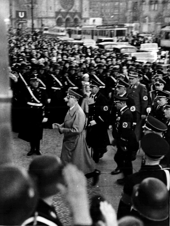 Adolf Hitler arrives in the Ufa-Palast in Berlin for the premiere of the Olympia film
