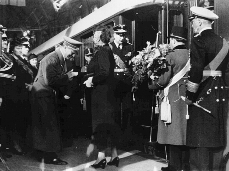 Admiral Horthy and his wife bid farewell to Hitler before their departure from Berlin