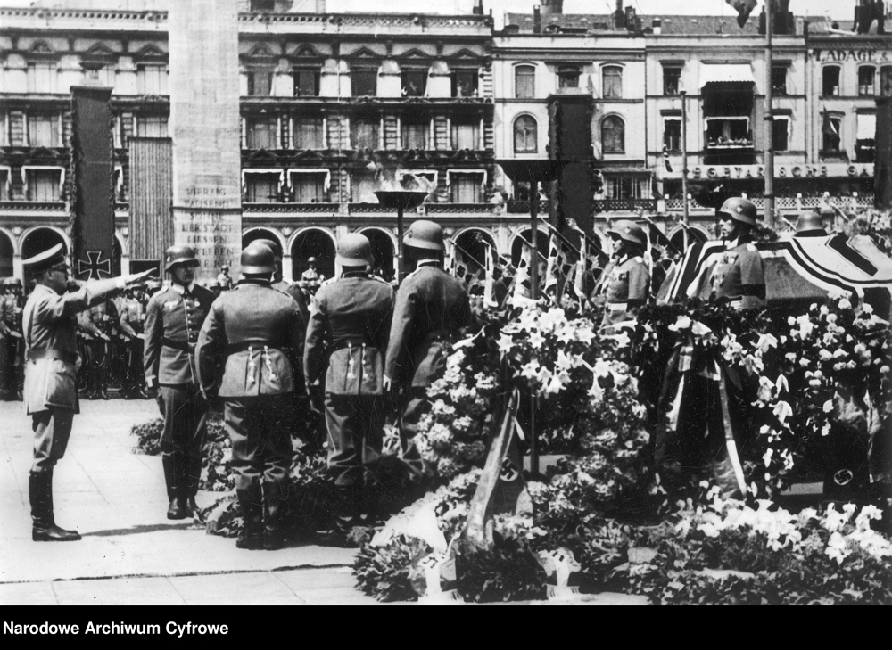 Adolf Hitler at the state ceremony for General of the Cavalry Knochenhauer in Hamburg