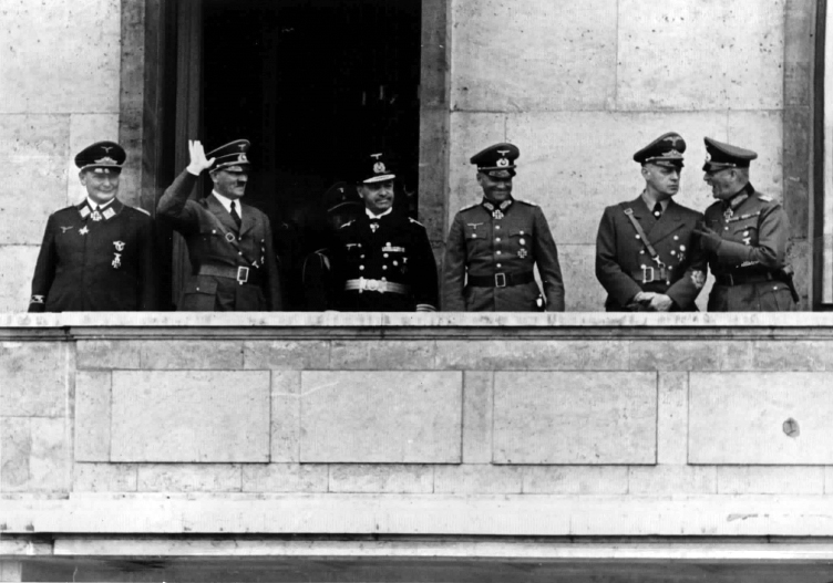 Return after the ceasefire with France, Hitler at the balcony of the Neue Reichskanzlei
