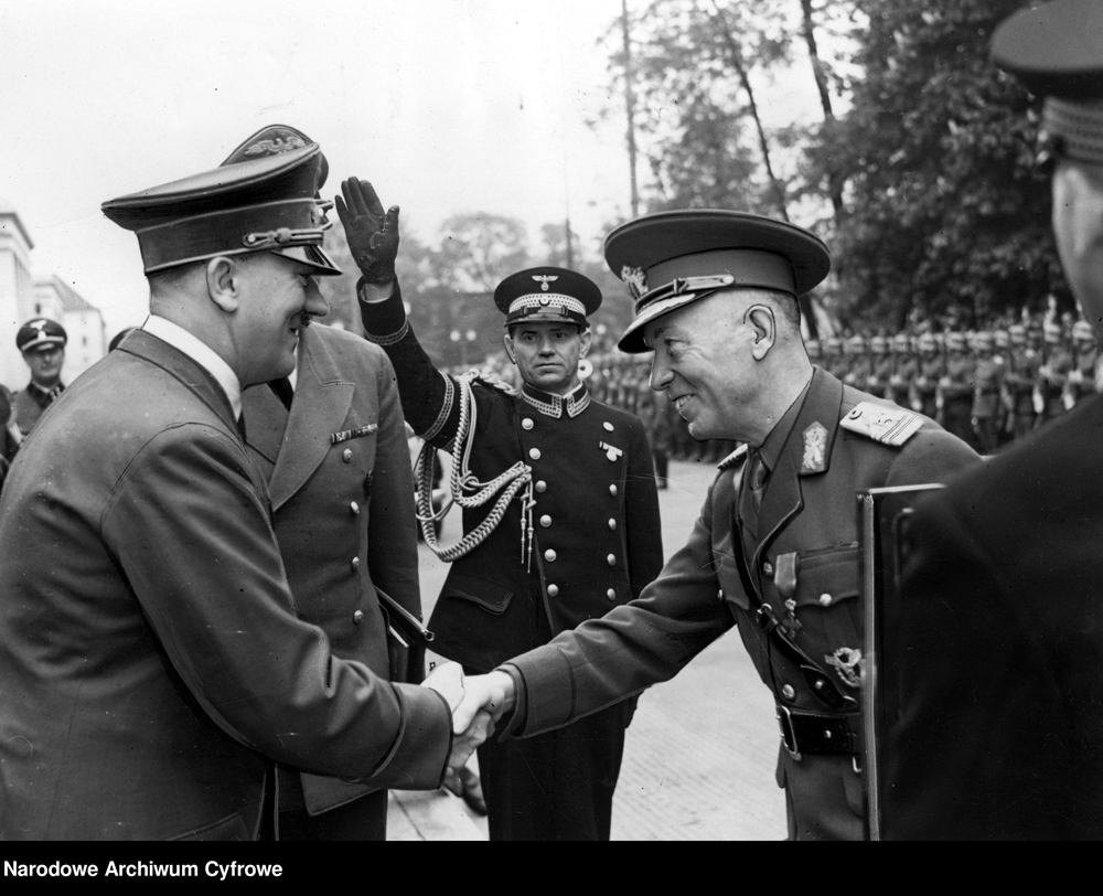 Adolf Hitler greets Ion Antonescu at his arrival in Munich