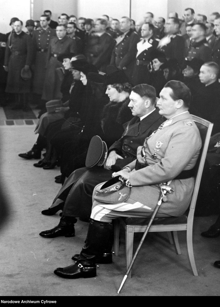 Adolf Hitler and Hermann Göring at the funeral of Werner Mölders in the Reichsluftfahrtministeriums (Reich aviuation ministry)