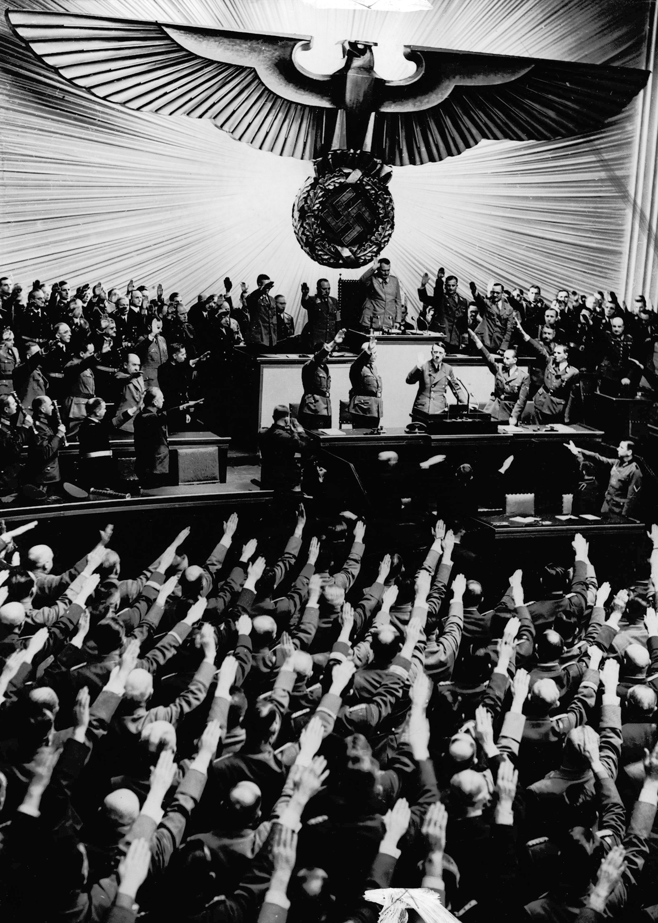 Ovation for Hitler after declaring war on America