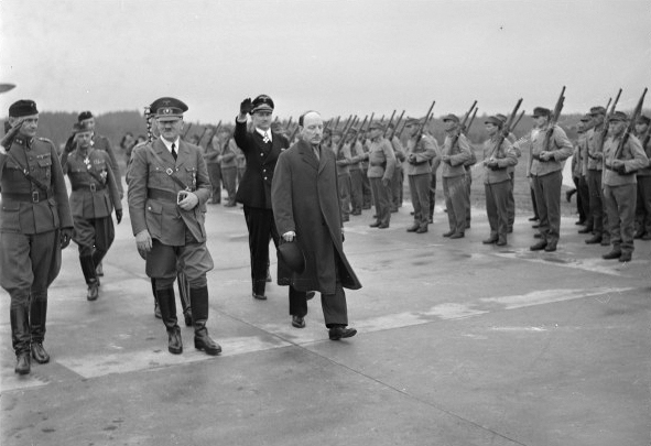 The Finish president Risto Ryti welcomes Adolf Hitler in Finland