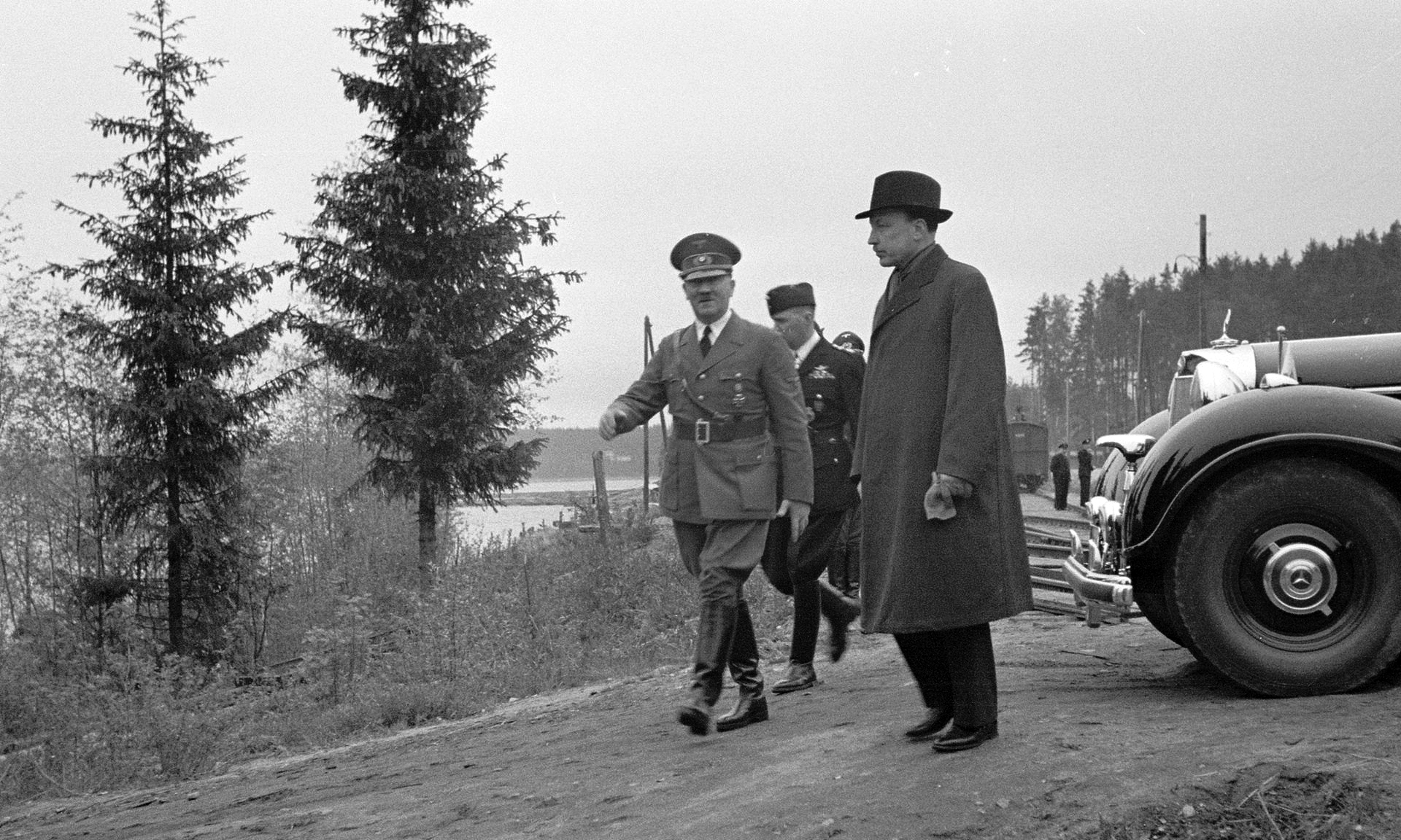 Adolf Hitler off for a stroll through the woods to get to Mannerheim's train