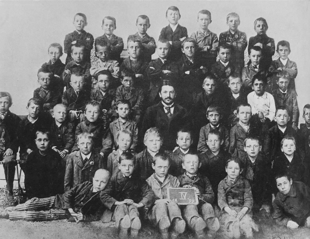 Adolf Hitler at the age of 10 (middle of the top row) with his classmates in Leonding