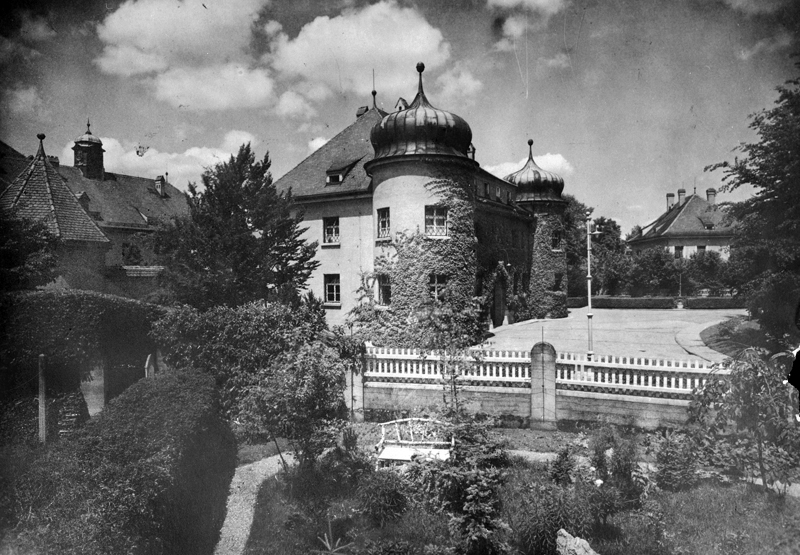 After his trial following his failed putsch, Adolf Hitler is sentenced to 5 years imprisonment in Landsberg fortress. Exterior view of the prison.