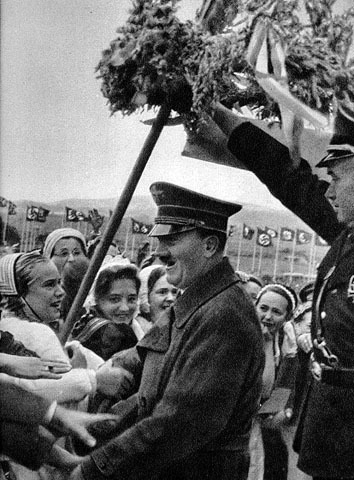Adolf Hitler arrives on the Bückeberg for the annual Erntedankfest