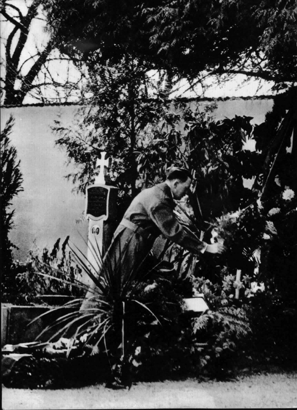 Adolf Hitler at his parents grave in Leonding