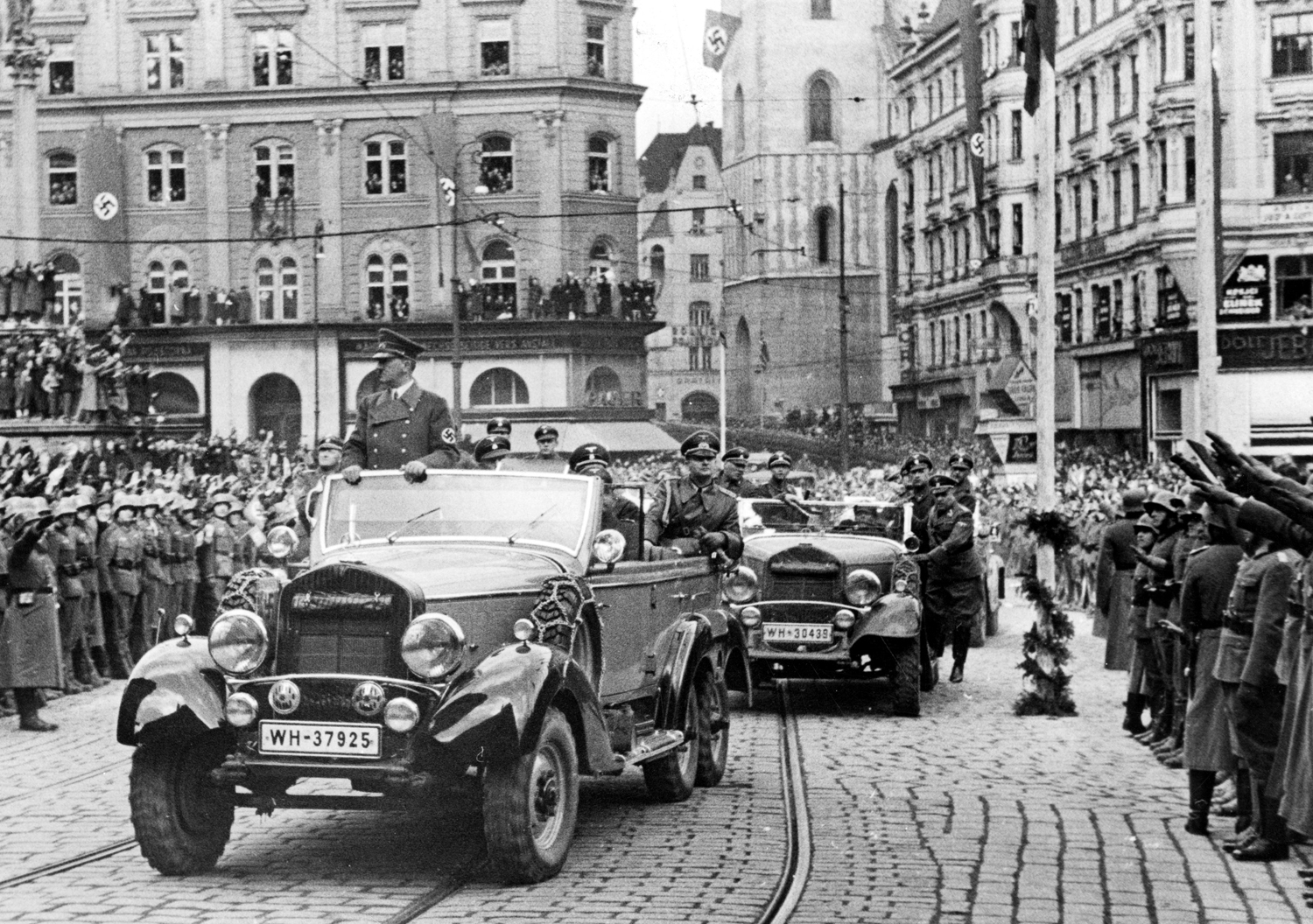 Adolf Hitler crosses the Czech town of Brünn