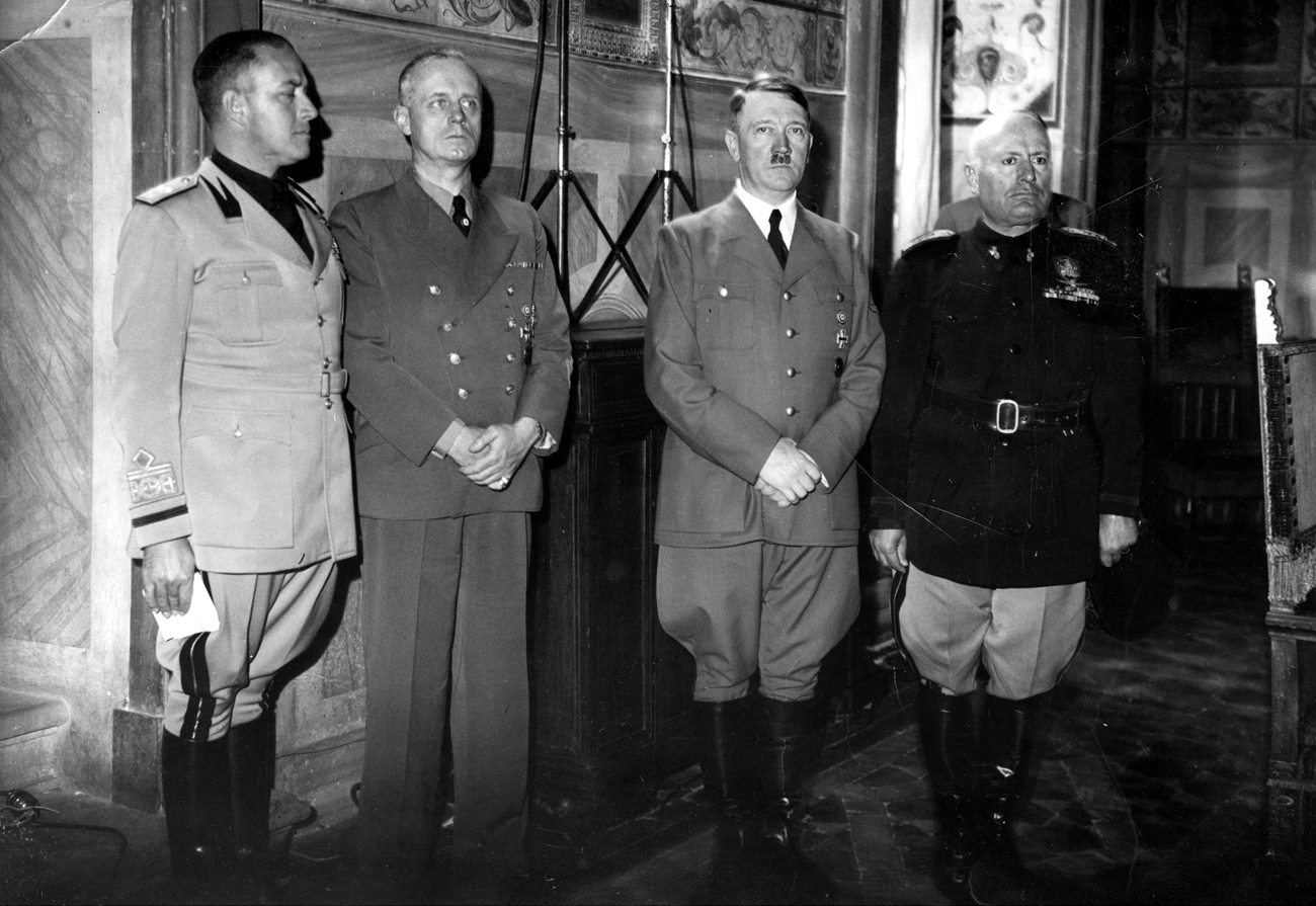 Ciano, Ribbentrop, Hitler and Mussolini in Florence during the negotiation at Sala Clemente des Palazzo Vecchio