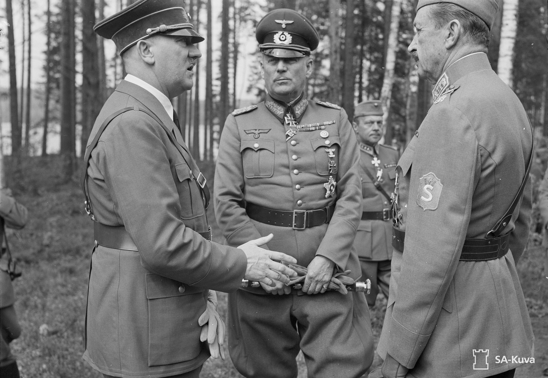 Hitler in conversation with Mannerheim in Finland