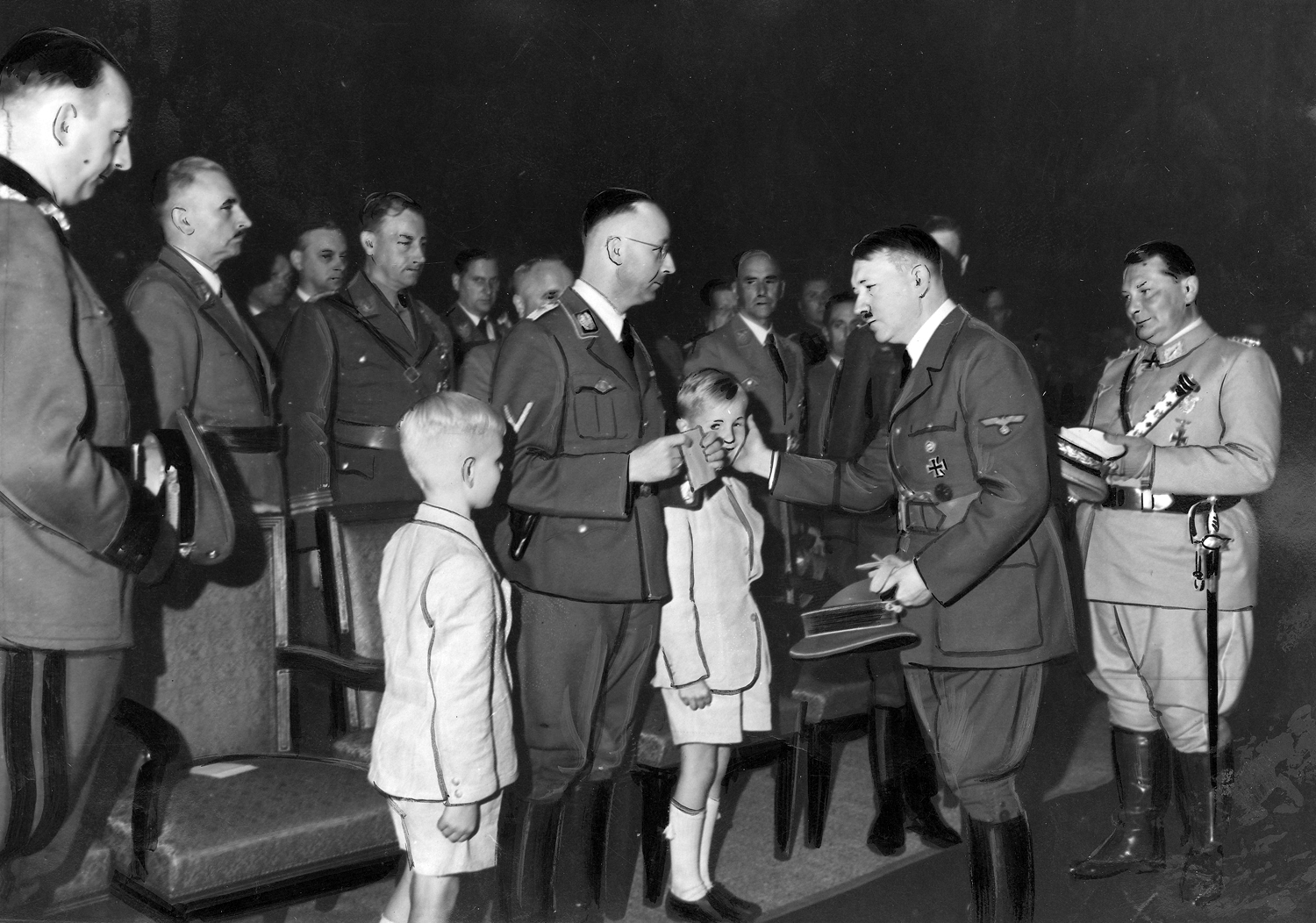 Adolf Hitler with the 2 sons of Reinhard Heydrich at his funeral